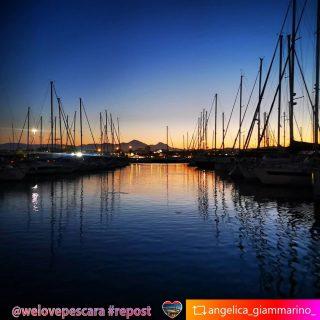 Il #portoturisticopescara con barche e #velieri il #tramontochesispecchia nel mare e per cornice #labellaaddormentata d' #abruzzo  #whatelse ? #tuttoinunafoto  #repost from @angelica_giammarino_  Per tutti i #Lovers di #Pescara e #Abruzzo  ❤️ #welovesocial #welovepescara❤️ Segui e tagga @welovepescara #welovelife #weloveabruzzo #weloveitaly #welovourfans  ------------------------------------------ #weloveshopping #pescarashopping #ecommercePescara la rete dei tuoi #negozipreferiti #newscover