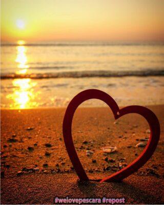 """I luoghi del cuore #Repost from @melaniapentima  Questa foto è così... """"welovepescara"""" che non potevo non inserirla in galleria😁😘 ❤️ #welovesocial #welovepescara ❤️ Segui e tagga @welovepescara #weloveabruzzo #weloveitaly #weloveourfans ------------------------------------------ #pubblicitàsocial #pubblicitàsmart #lapubblicitànonèunoptional #ecommerceitalia #pubblicitàa360° la rete dei tuoi #negozipreferiti #newscover"""