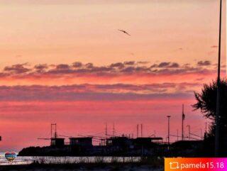 Rosso di sera, sui trabocchi e la spiaggia di Pescara... ed è già magia! #repost from @pamela15.18  #rossodisera  Enjoy #Lovers di #Pescara e #Abruzzo ❤️ #welovesocial #welovepescara #welovefun❤️ Segui e tagga @welovepescara #welovelife #weloveabruzzo #weloveitaly #welovourfans ------------------------------------------ #weloveshopping #pescarashopping #ecommercePescara la rete dei tuoi #negozipreferiti #newscover